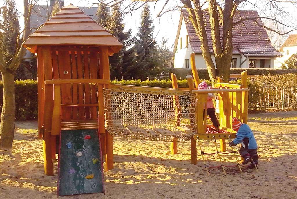 Holzspielanlage Kleinkind